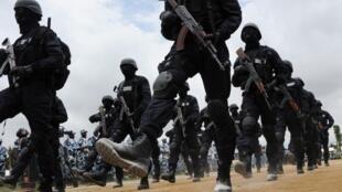 Des unités spéciales de la police ivoirienne, lors d'une cérémonie à l'école de police d'Abidjan, le 28 septembre 2012.