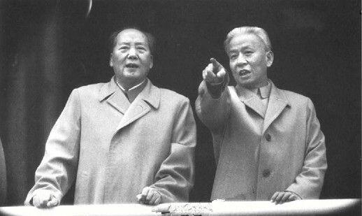 毛澤東與劉少奇(資料照片)