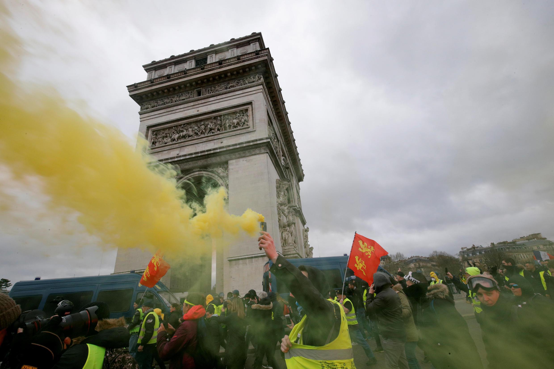 Новая, 18-я по счету, акция протеста «желтых жилетов» проходит 16 марта в Париже