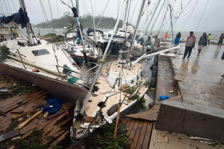 Testigos señalaron olas de hasta ocho metros de altura.