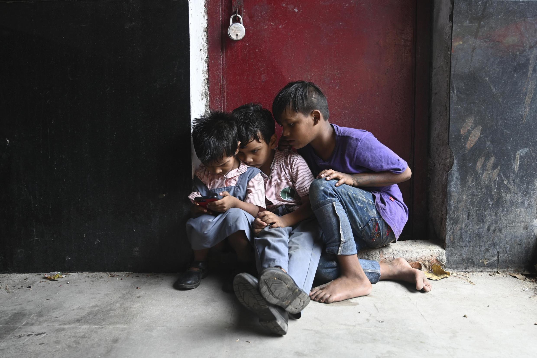 Des enfants dans un marché de New Delhi.