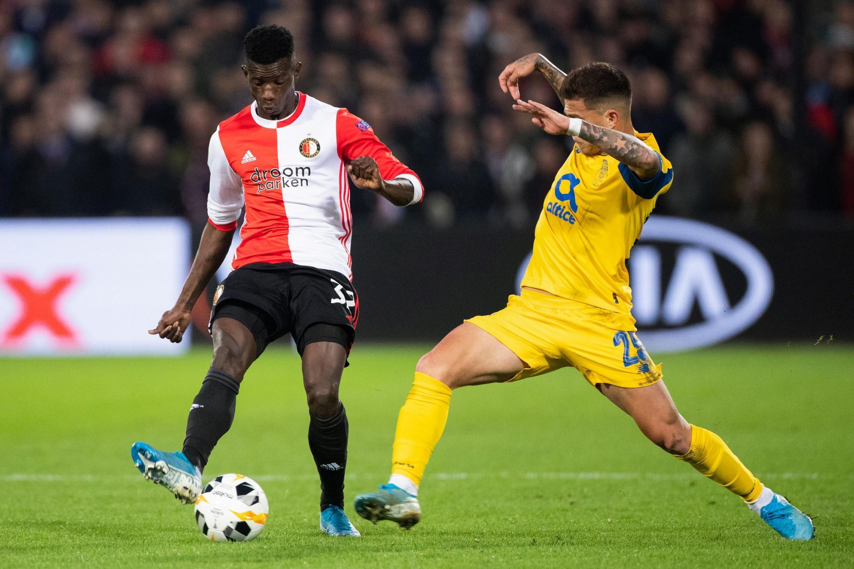 Edgar Ié (na esquerda), defesa luso-guineense do Feyenoord.