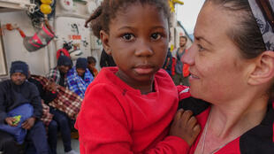 Aquarius MSF spokesperson Renate Sinke with rescued child