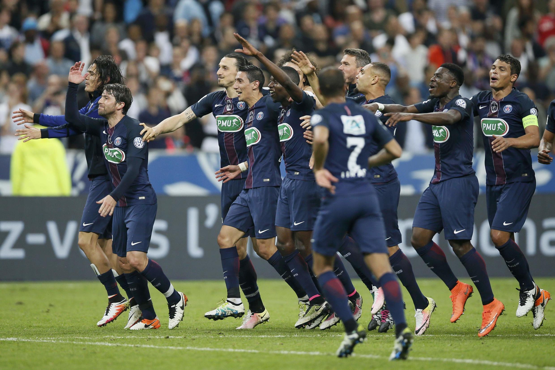 Jogadores do Paris Saint-Germain comemoram a conquista da Copa da França. 21/05/16