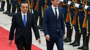 中國總理李克強周日歡迎奧地利總理庫爾茨