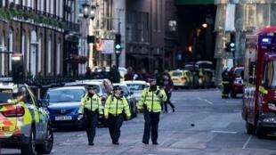 伦敦警方在发生恐袭的Borough市场附近巡逻2017年6月4日