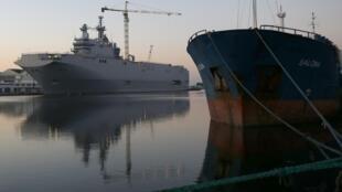 O navio porta-helicópteros Mistral.