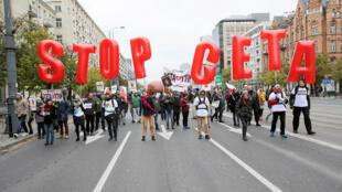 Biểu tình chống hiệp định tự do mậu dịch giữa LH Châu Âu và Canada.