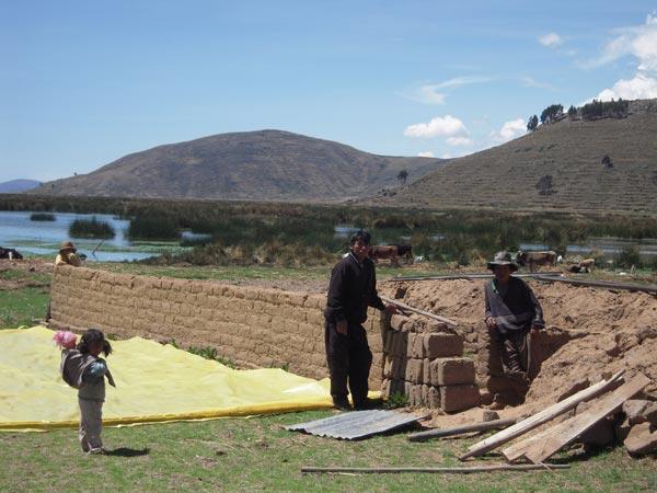 Hernan et sa famille à Pajchiri.