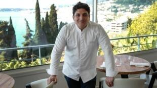 El chef Mauro Colagreco en su restaurante Mirazur, en Menton, Francia.