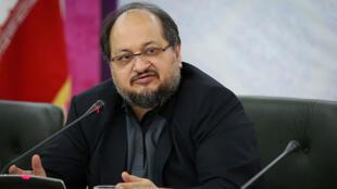 محمد شریعتمداری وزیر صنعت، معدن و تجارت