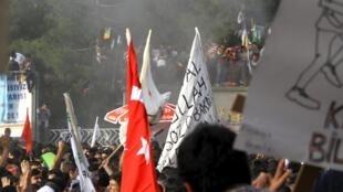 Bầu cử Thổ Nhĩ Kỳ diễn ra trong không khí căng thẳng : hai vụ nổ nhắm vào buổi mít tinh của đảng HDP tại Diyarbakir hôm 05/06 - REUTERS