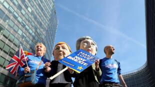 Противники Брекзита у здания Еврокомиссии в Брюсселе, где проходит саммит ЕС, 21 марта 2019