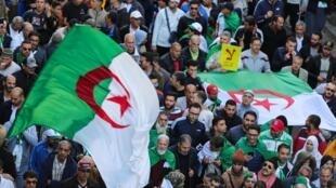 阿尔及利亚民众再度涌入首都街头