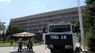 Tăng cường an ninh trước Tòa án tại Ankara, Thổ Nhĩ Kỳ. (Ảnh chụp ngày 18/07/16)