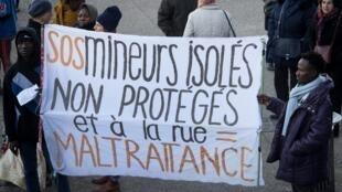 Manifestación en Marsella para defender los derechos de los niños migrantes en enero de 2019.