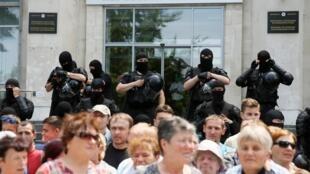 Сторонники Демократической партии у Дома правительства в Кишиневе, 11 июня 2019