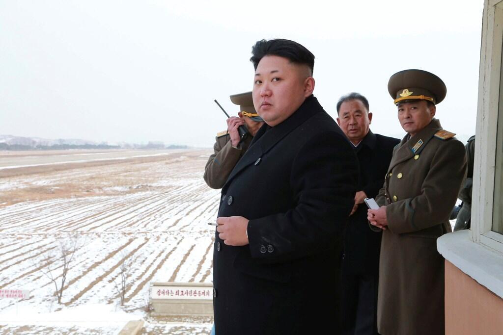 Lãnh đạo Bắc Kim Jong Un tới làm việc với đơn vị Không quân và phòng không 458. (Ảnh do KCNA công bố tại Bình Nhưỡng, ngày 08/12/2014)