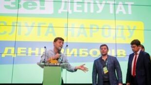 Президент Украины Владимир Зеленский после завершения голосования 21 июля 2019 г.