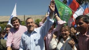 Le candidat de droite à l'élection présidentielle chilienne Sebastian Pinera lors de sa campagne, le 9 décembre 2009.
