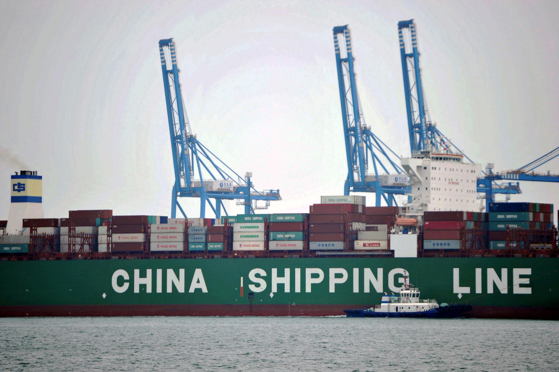 Tầu chở container tại cảng Thanh Đảo, tỉnh Sơn Đông, ngày 13/10/2016.