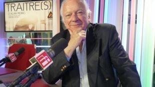 Alan Riding en los estudios de RFI