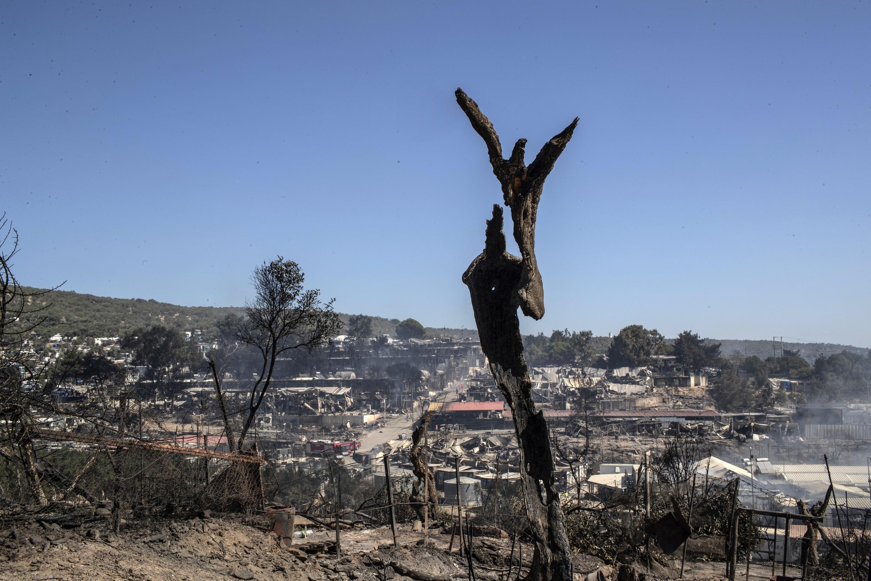آریس هاتزیکومینوس، معاون فرماندار جزیره لسبوس ساعاتی پیش به یک رادیو محلی گفت که اردوگاهموریا پس از این آتشسوزی کاملا ویران شده و اثری از چادر/خیمه های پناهجویان به جا نمانده است.