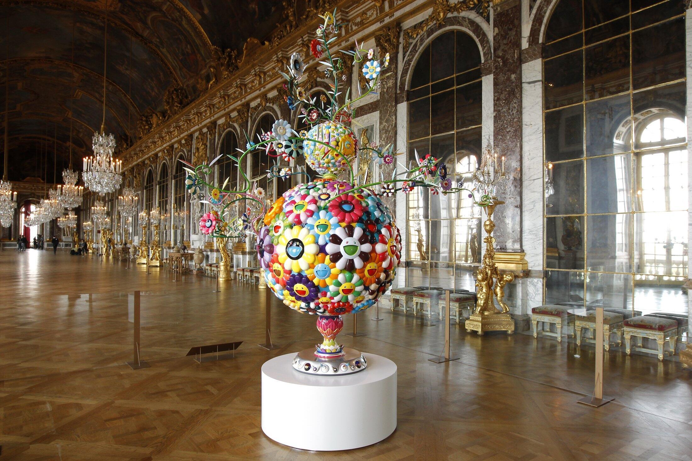 Exposição das esculturas coloridas de Murakami, tiradas do universo dos mangas e kawai japoneses no Palácio de Versalhes.