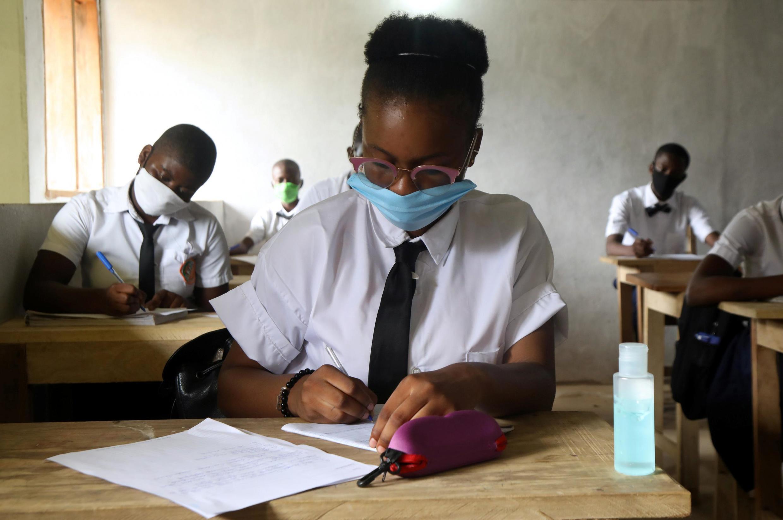 Les élèves qui ont repris le chemin de l'école en Côte d'Ivoire doivent désormais porter des masques pendant les cours. (Image d'illustration)