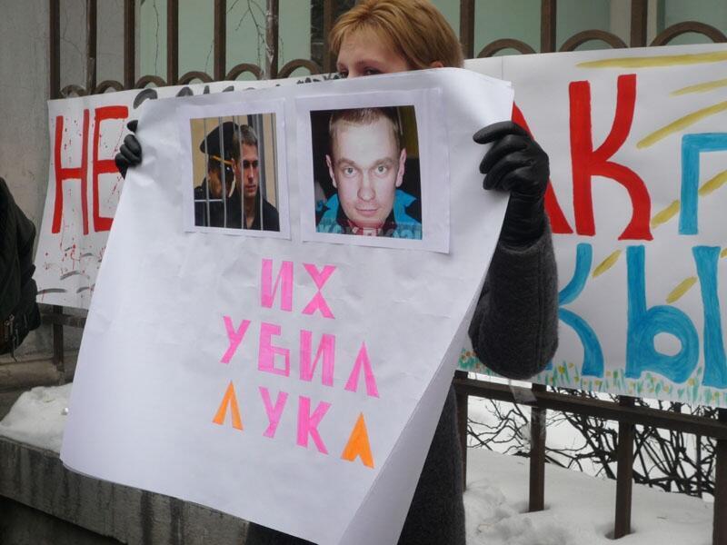 Одна из участниц пикета против смертной казни у посольства Белоруссии в Москве 27/03/2012