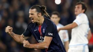 O atacante sueco Zlatan Ibrahimovic se tornou neste domingo (4) o maior artilheiro da história do PSG, com dois gols de pênalti marcados contra o arquirrrival Olympique de Marselha.