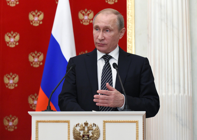 ប្រធានាធិបតីរុស្ស៊ីលោក  Vladimir Poutine ថ្ងៃទី ១០ សីហា ២០១៦ នៅវិមានក្រេមឡាំង ក្រុងម៉ុស្គូ