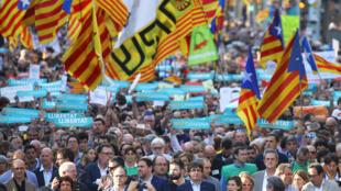 独立派领袖普依格蒙特与45万加泰民众周六参加游行资料图片