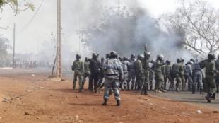 Le 2 février 2012, des soldats et leurs familles avaient manifesté à Bamako pour protester contre la «mollesse du pouvoir» face aux rebelles touareg.