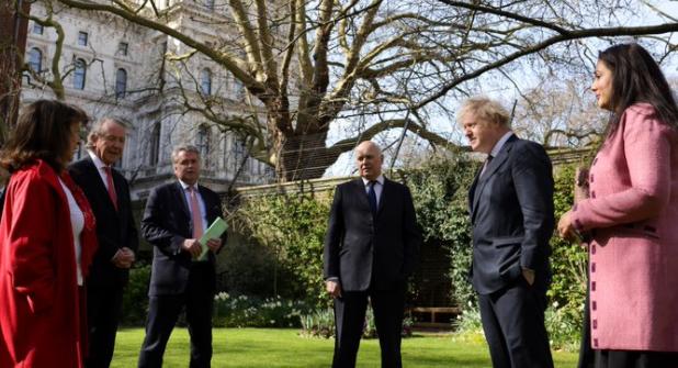 约翰逊会见受到中方制裁的英国人士代表