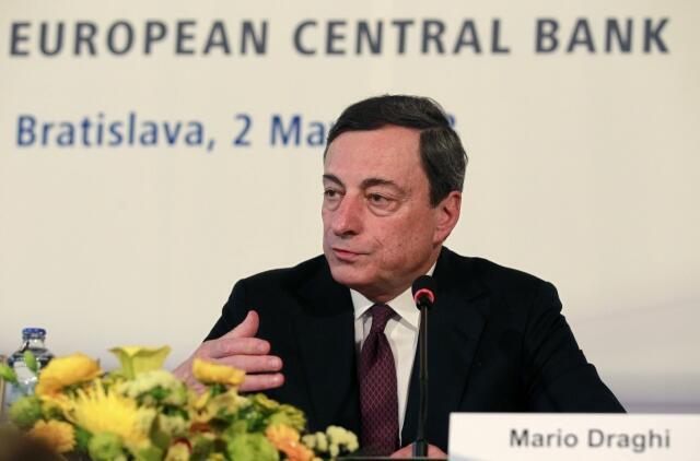Председатель Европейского Центробанка Марио Драги на пресс-конференции в Братиславе 02/05/2013