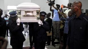 Depuis sa mort à Abidjan, Papa Wemba a reçu une impressionnante liste d'hommage, d'Abidjan à Kinshasa, sa ville natale.