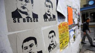 El gobernador del Estado mexicano de Veracruz, acusado de lavado de dinero y delincuencia organizada, es buscado por Interpol. Aquí unos afiches en la ciudad de Xalapa, México. 25 de octubre de 2016.