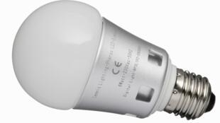 Une ampoule LED.