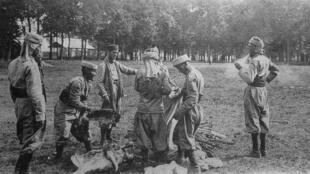Des soldats africains se battant pour la Triple-Entente.