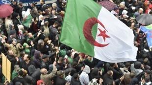 Manifestation contre la présidentielle en Algérie, le 15 novembre 2019, à Alger.