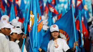 Người ủng hộ Đảng Nhân Dân Cam Bốt của thủ tướng Hun Sen trên đường phố Phnom Penh.