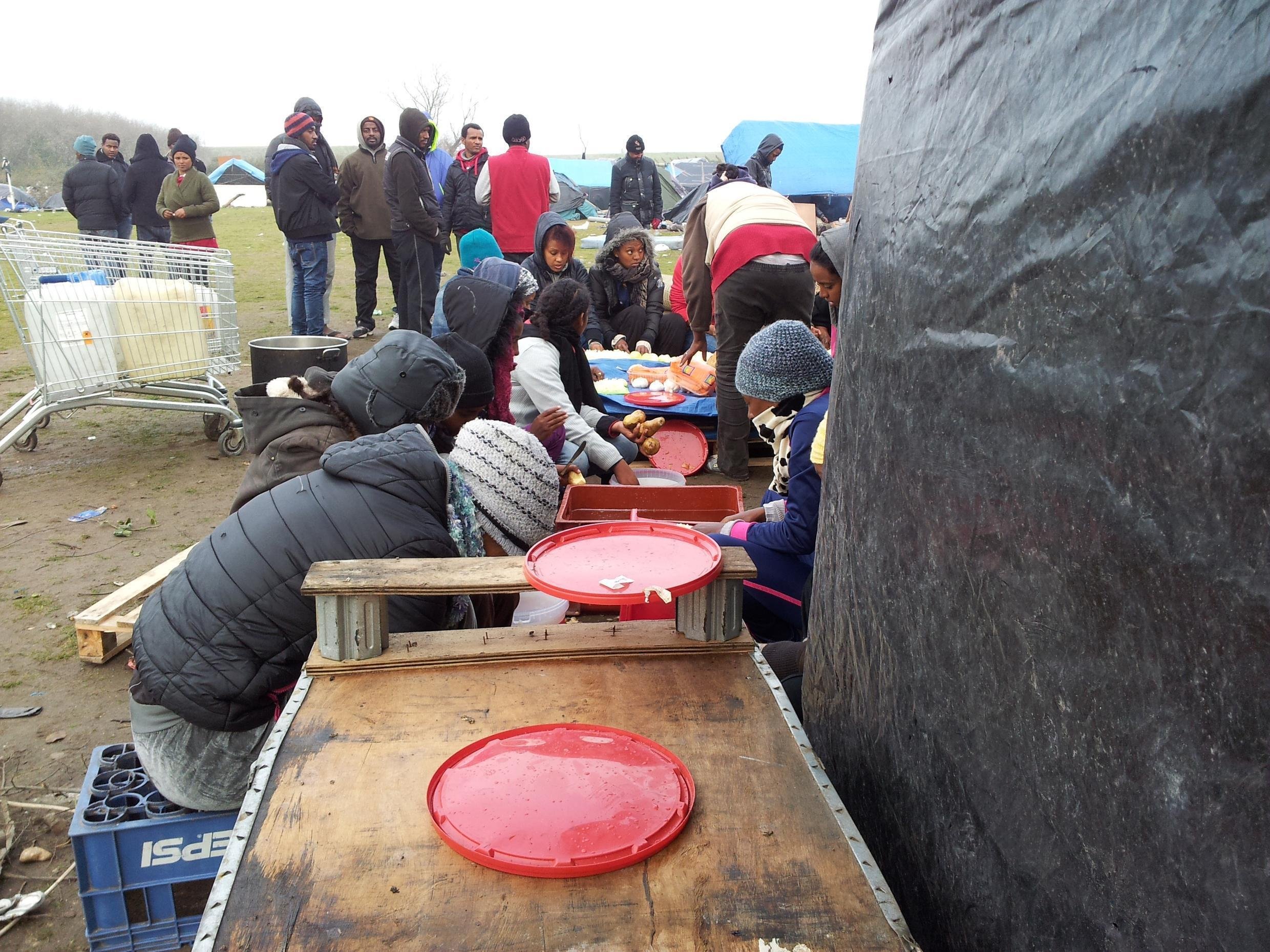 """Migrants in Calais are offered shelter in the context of the """"great cold weather"""" plan."""