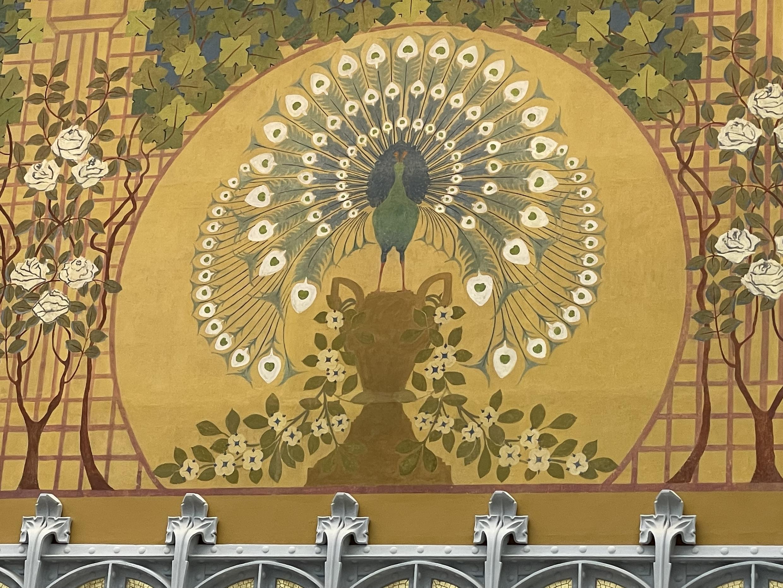 Mosaicos restaurados dentro de La Samaritaine, en París.