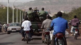 Patrouille de soldats maliens à Bamako, le 12 janvier 2013.