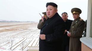 朝鲜最高领导人金正恩视察朝鲜空军(未注明日期)朝中通社2014年12月8日发布