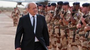 Jean Yves Le Drian, ministro da Defesa francês