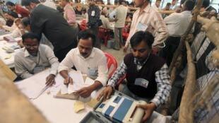 Le parti du Congrès est 4e dans l'Uttar Pradesh, alors que le dépouillement des bulletins de vote touche à sa fin. A Lucknow, le 6 mars 2012.