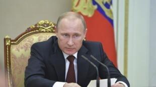 Vladimir Poutine siège à une réunion du Conseil de sécurité au Kremlin, le 20 novembre.