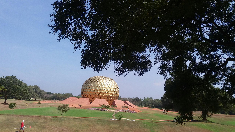印度的烏托邦城Auroville的精神與行政中心金球Matrimandir,攝於地球村建立五十周年。